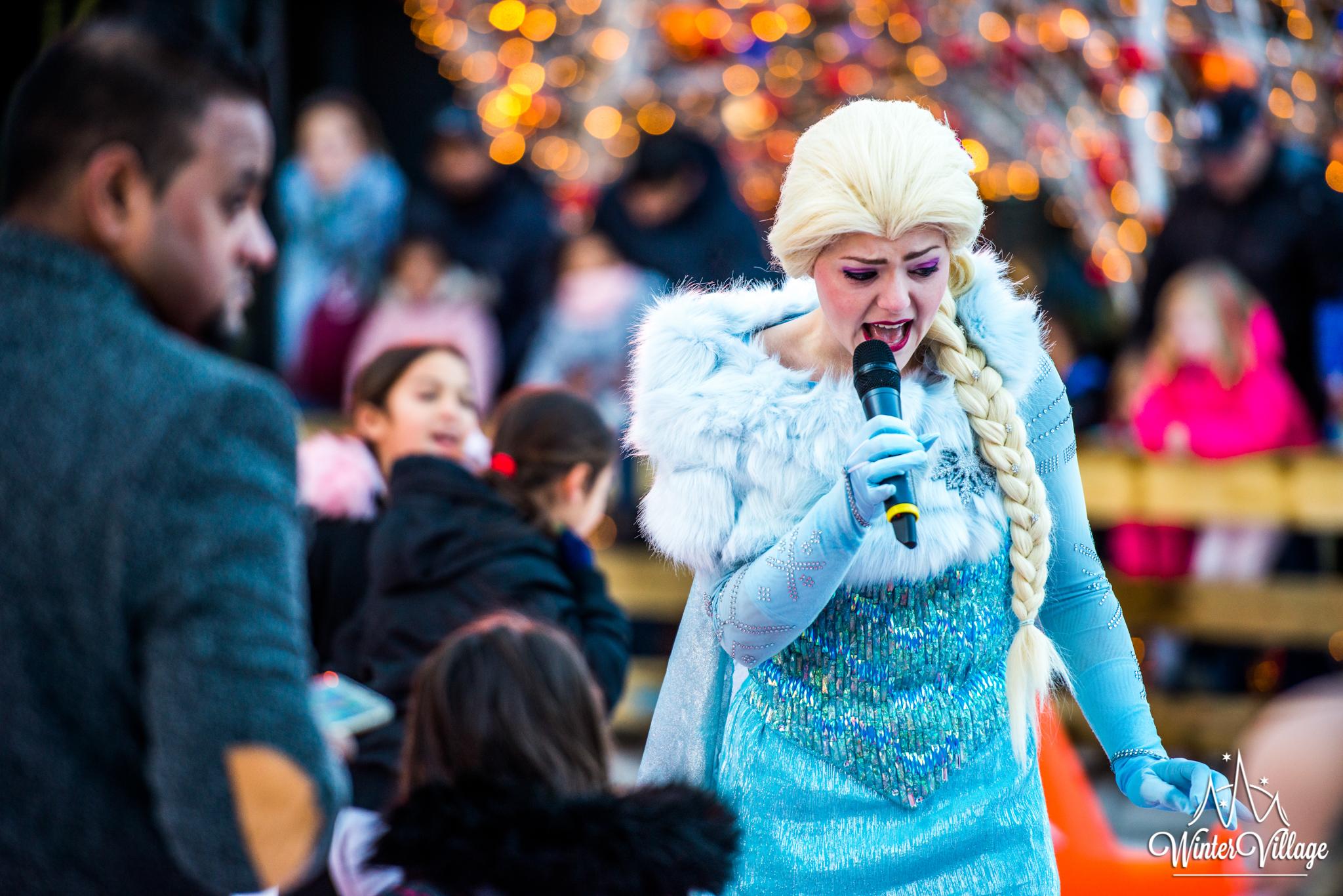 Optreden Zingende Ijskoningin Winter Village Almere